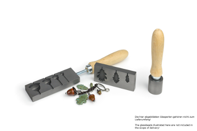 Beadroller with four acorns and tool for oak leaves in set
